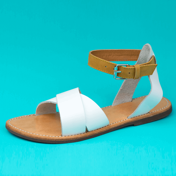 Coco leather sandal with clasp
