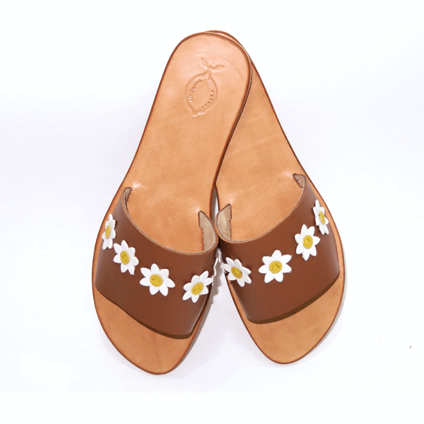 Brown leather sandal with daisies