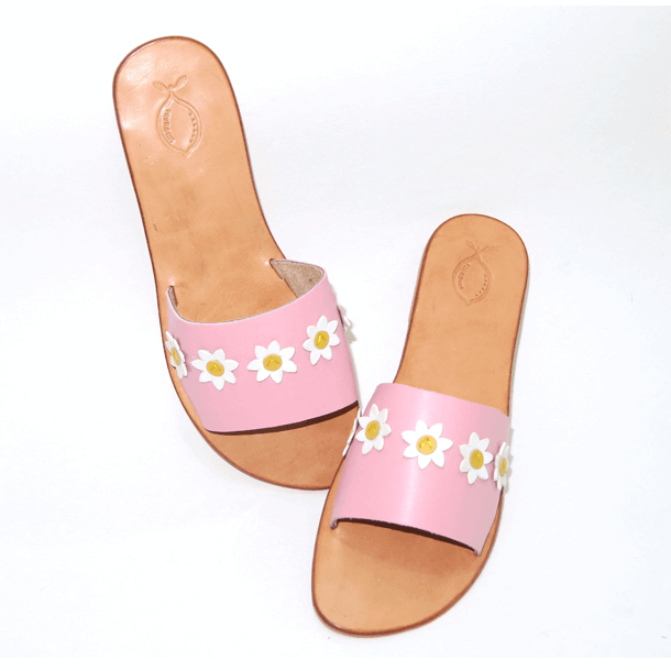 Pink leather sandal with daisies